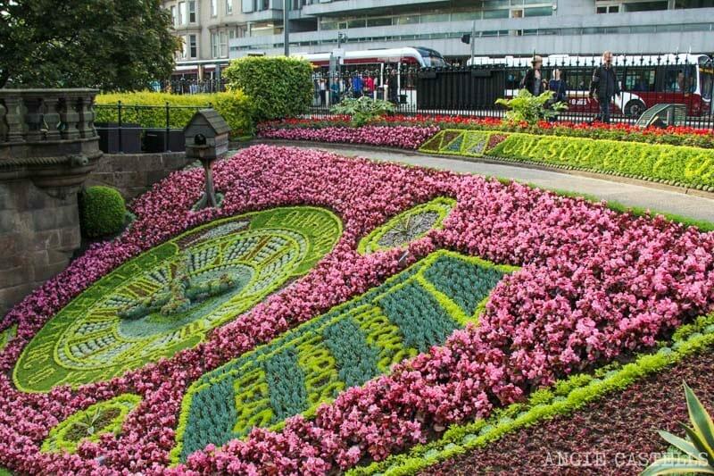 Visitar Edimburgo en primavera - El reloj floral de los jardines de Princes St