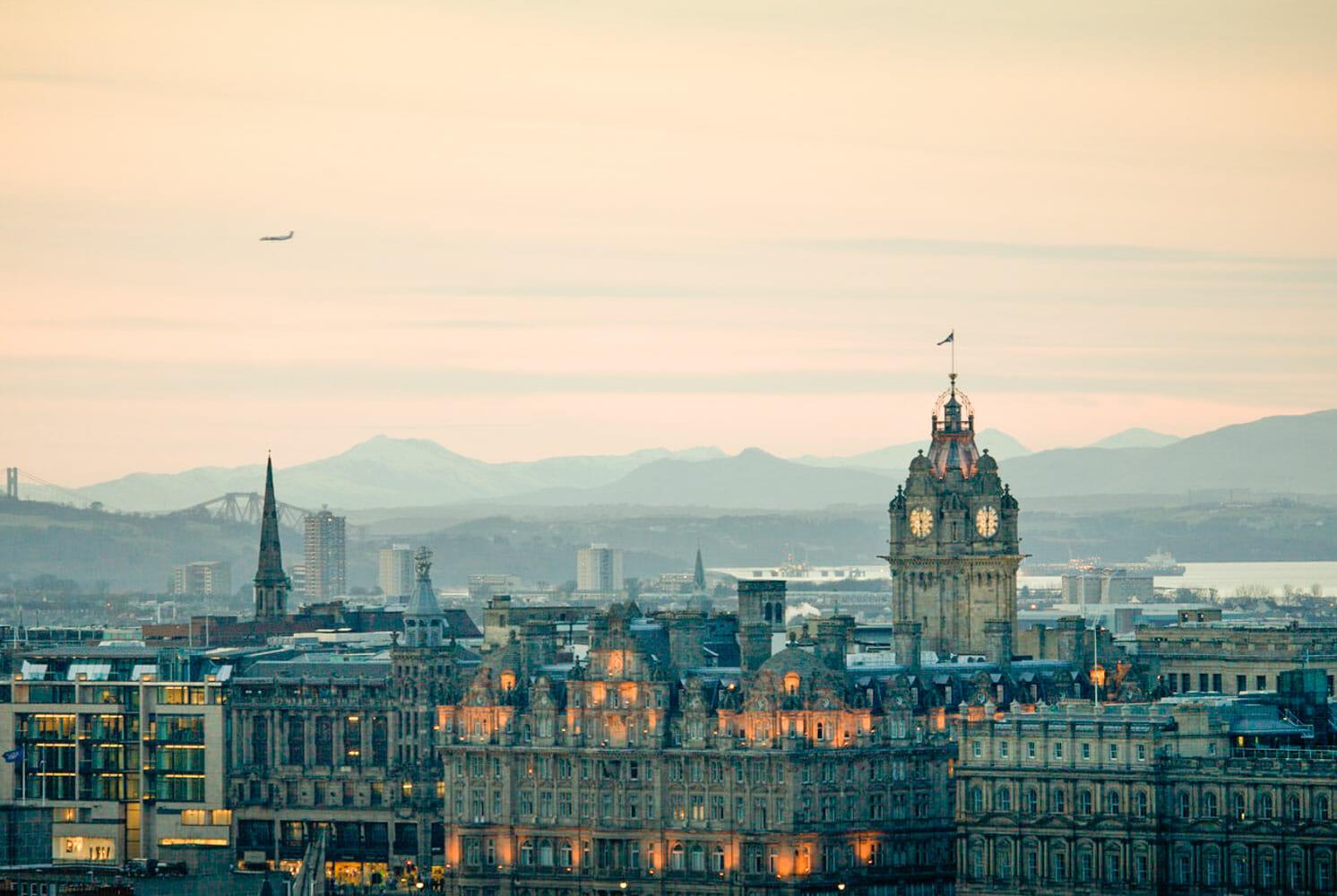 Cómo llegar a Edimburgo desde el aeropuerto - Airlink, tranvía y traslados privados