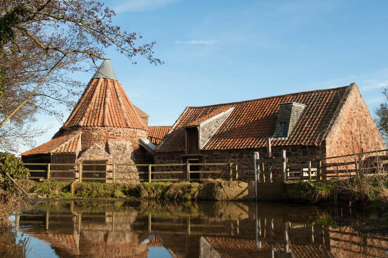 Dónde se rodó Outlander en Escocia - Preston Mill