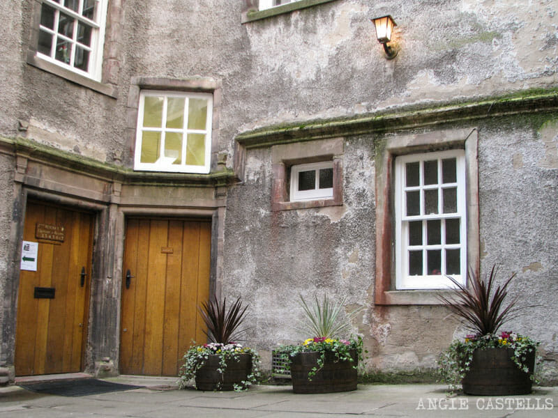 Mejores callejones Royal Mile Edimburgo Riddles Close