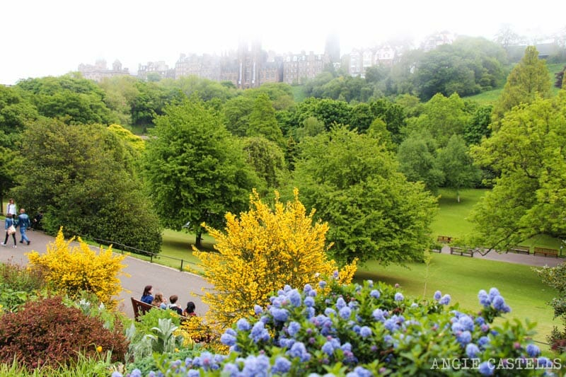 Consejos para viajar a Escocia no tan típicos - Edimburgo Princes St Gardens