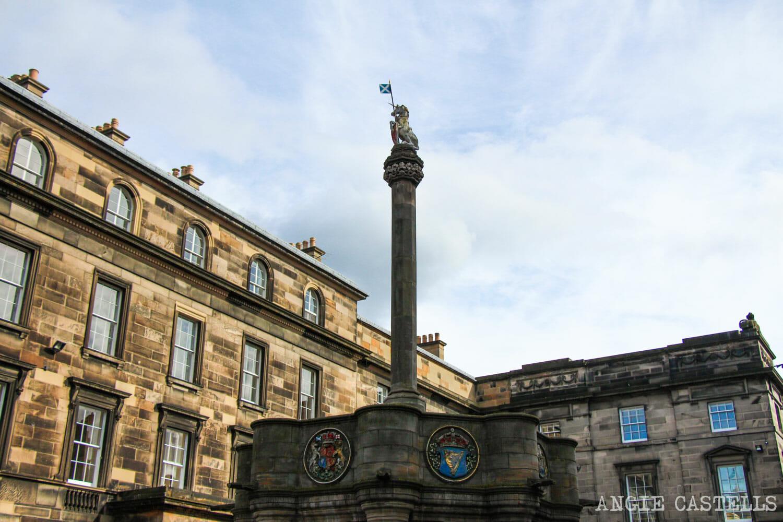 El unicornio, el animal nacional de Escocia - Mercat Cross Edimburgo