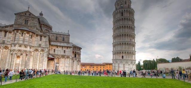 Waiting line to access the Tower of Pisa