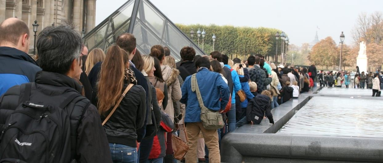 Louvre queue