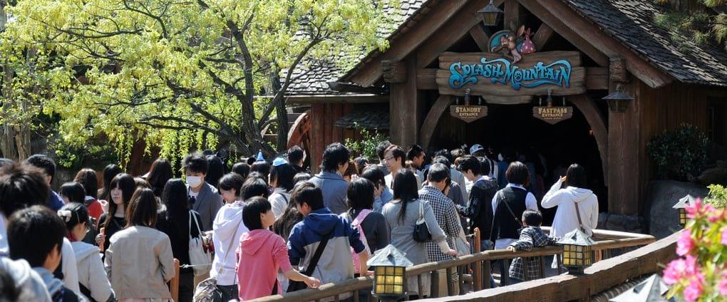 Tokyo Disneyland Queue