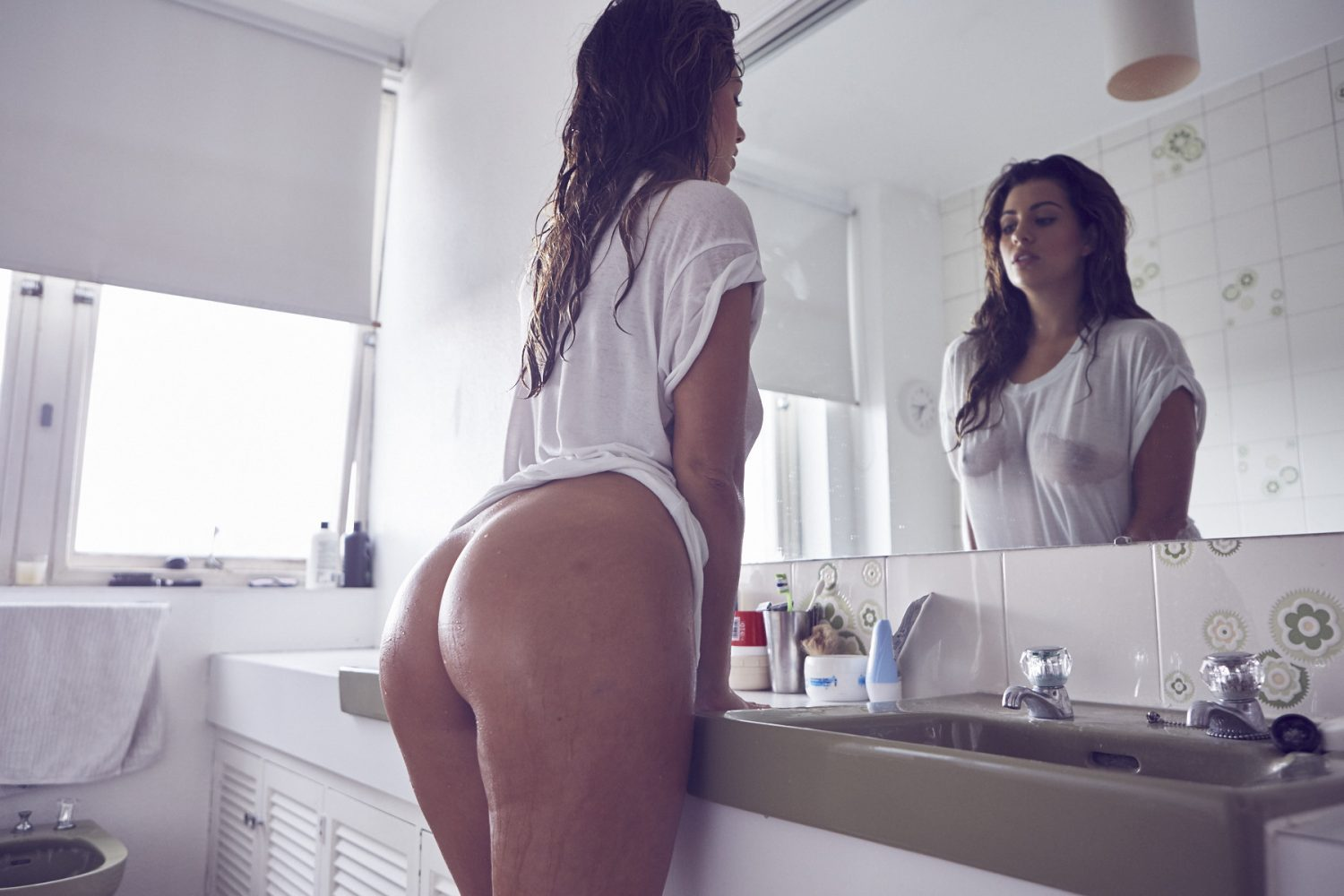 holly peers: cleans up - may contain girl