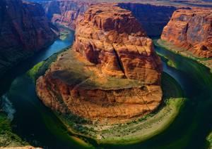 Canyon entouré de cours d'eau