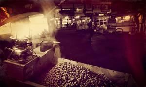 Stand de vendeur de cacahuètes ambulant