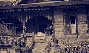 Porche de vieille maison en bois