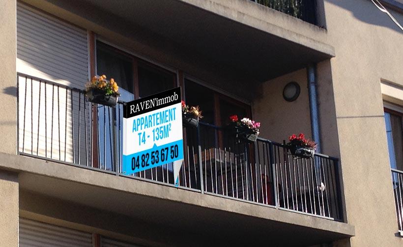 Panneau immobilier en V avec rabats