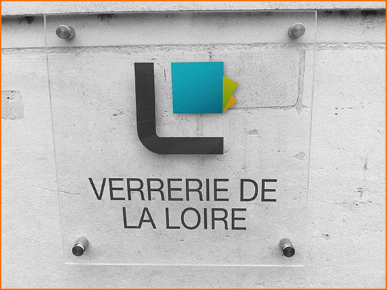 plaque de rue avec logo entreprise