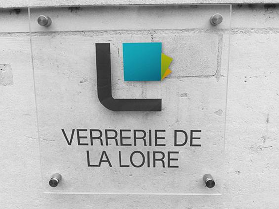 plaque magasin avec logo