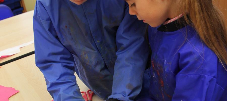 KS1 children creating Georgian houses