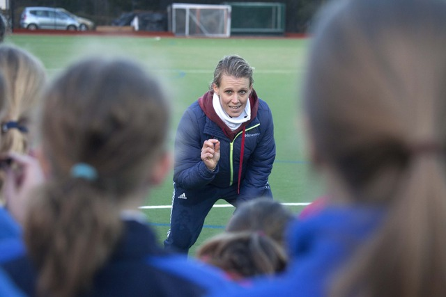 Team GB Gold Medalist leads training at Caterham School Hockey centre (2)