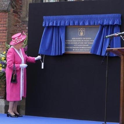Photo: Alan Davidson HM The Queen unveiling the commerorative plaque