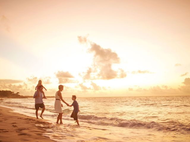 Familie aan het strand