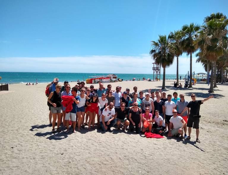 Een groep op het strand