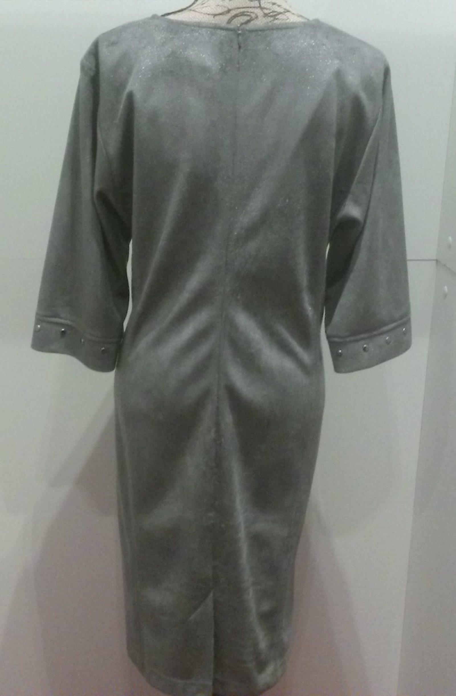 robe couleur grise en taille 46, 50 et 52