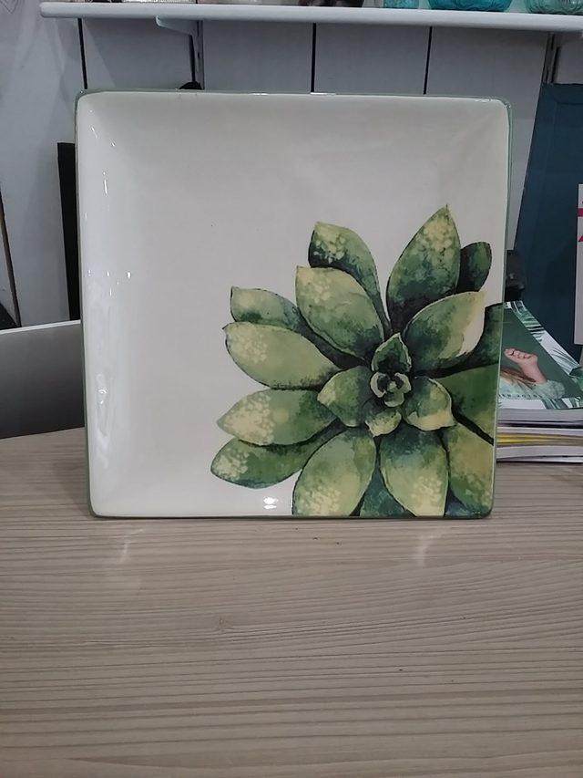 Plat décor plante