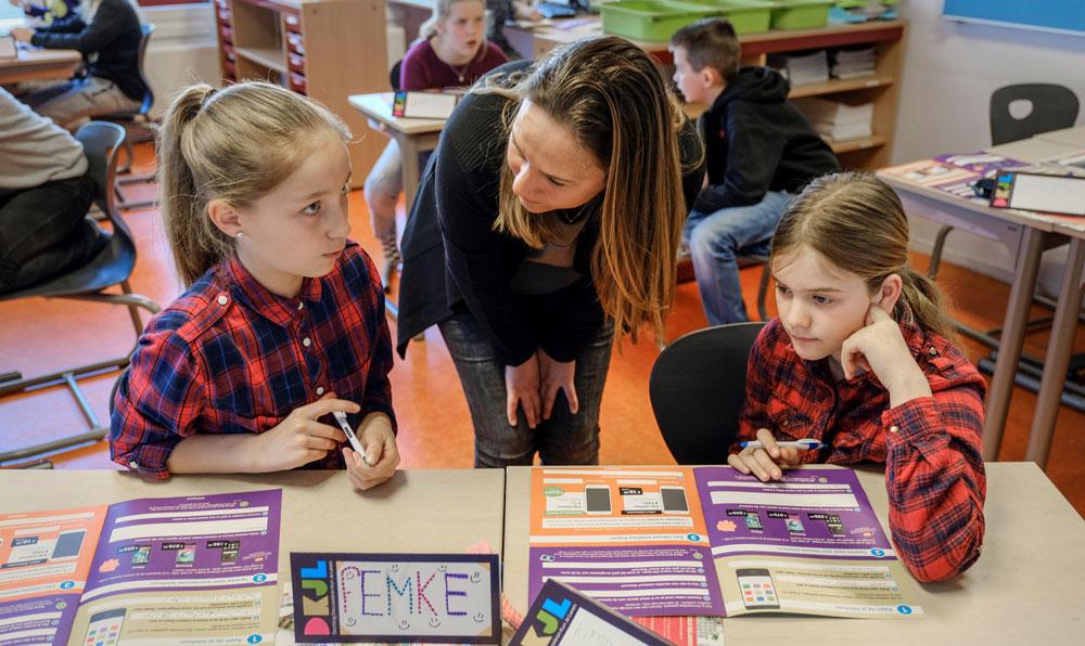 Lespakket van Belsimpel.nl leert kinderen omgaan met telefoonkosten