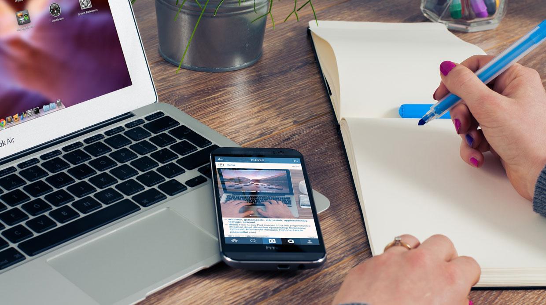 Duizend Haagse, minder vermogende brugklassers krijgen smartphone