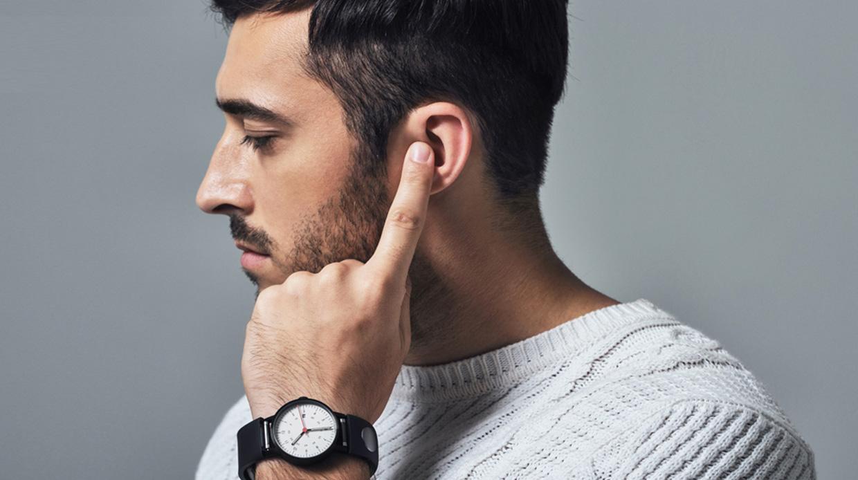 Bellen met een vinger in je oor