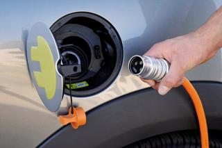 Plug-in car grants extended until April 2018