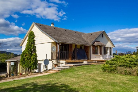 French property, houses and homes for sale in YSSANDON Correze Limousin