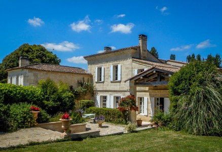 French property, houses and homes for sale in FRONSAC Gironde Aquitaine
