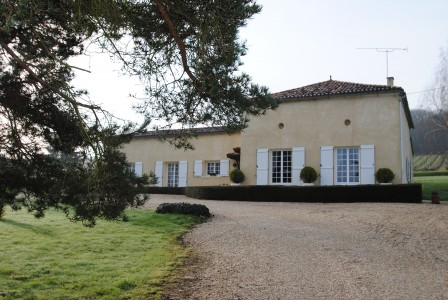 French property, houses and homes for sale in PUJOLS Gironde Aquitaine