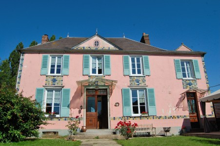 French property, houses and homes for sale in ABBEVILLE ST LUCIEN Oise Picardie