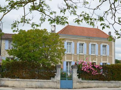French property, houses and homes for sale in MONTPELLIER DE MEDILLAN Charente_Maritime Poitou_Charentes