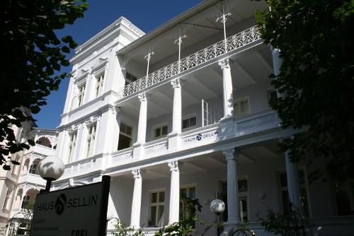 Straßenbelag, Villa Rugia und Haus Sellin