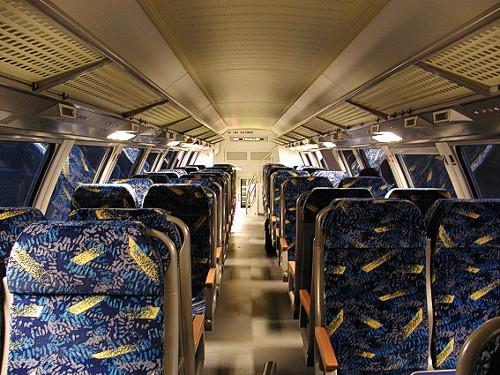 Blau-gelbe Züge