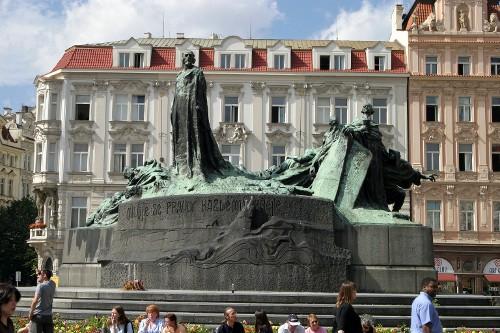 Староместская площадь. Памятник Яну Гусу