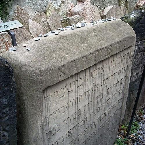 Старое еврейское кладбище. Могилы Авигдора Кара, Мозеса Бэка. Зона младенцев