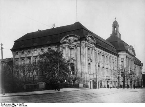 Station 6: Wilhelmstraße 49: Das Bundesministerium für Arbeit und Soziales Nationalsozialistische Praxen: Verwaltung und Erzwingung von Arbeit