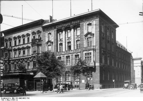 Station 7: M.-Straße 64. Das Thüringenhaus  Systematische Verschleppung und Ausbeutung im Zweiten Weltkrieg