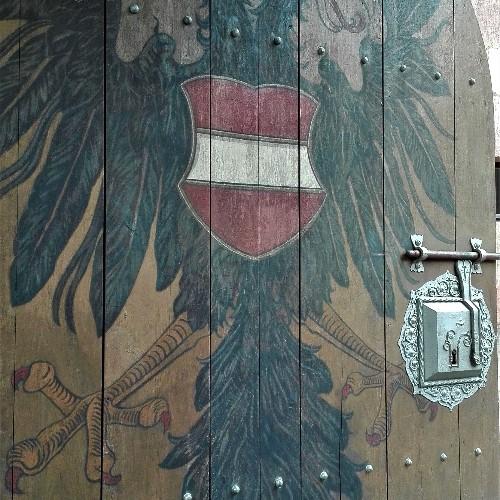 "Inner Courtyard: ""Kunigundenlinde"", Palas, Kementate"