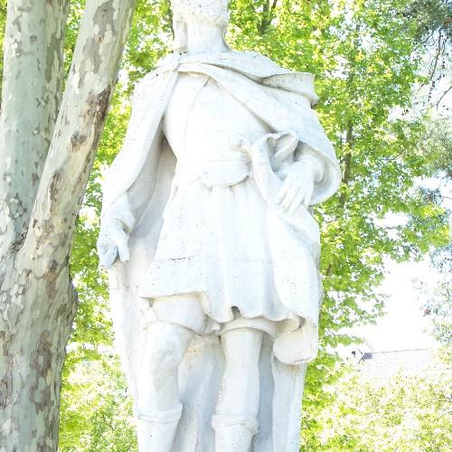 Statuen Peayo u. Wama