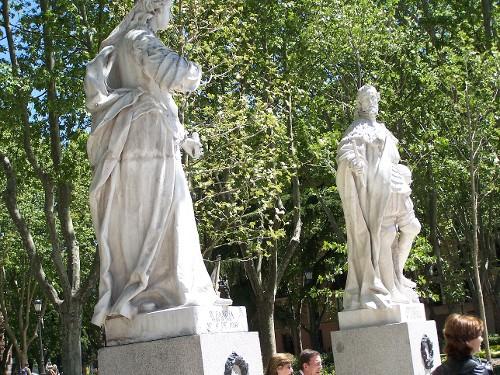 Statuen Königin Sancha u. Ferdinand I