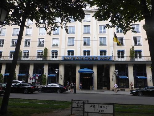 Palais Montgelas, Bayrischer Hof