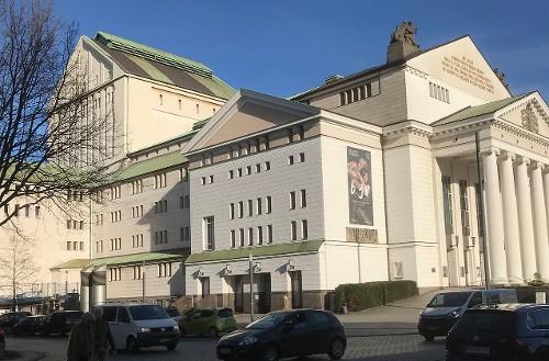 Ein Stadttheater!!