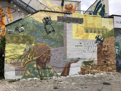 """Station 9:  """"Du hast die Kugel - wir haben das Wort"""" Mural in Gedenken Aktivistinnen aus Lateinamerika"""