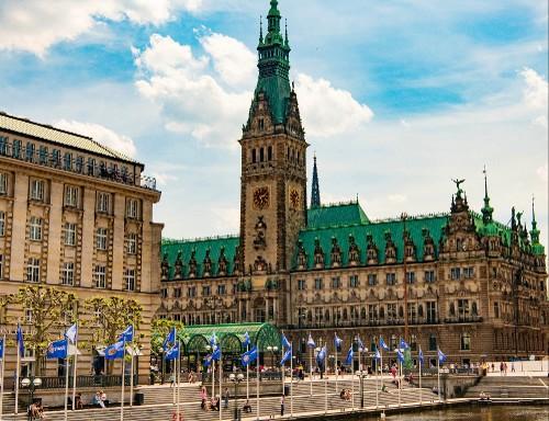 Vom Hauptbahnhof über die Mönckebergstrasse zum Rathaus