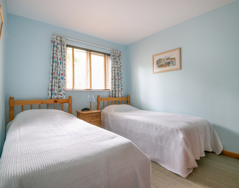 The simple and restful twin bedroom at Slipway 16, a holiday cottage in Rock, Cornwall