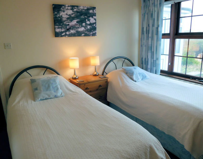 Twin bedroom in Shilling Stones in Port Isaac. Comfortable holiday cottage in Port Isaac, North Cornwall.