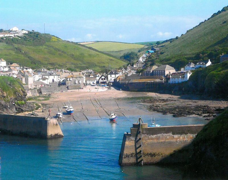 Picturesque Port Isaac harbour the location of Northcliffe, a self catering holiday house on the North Cornish Coast.