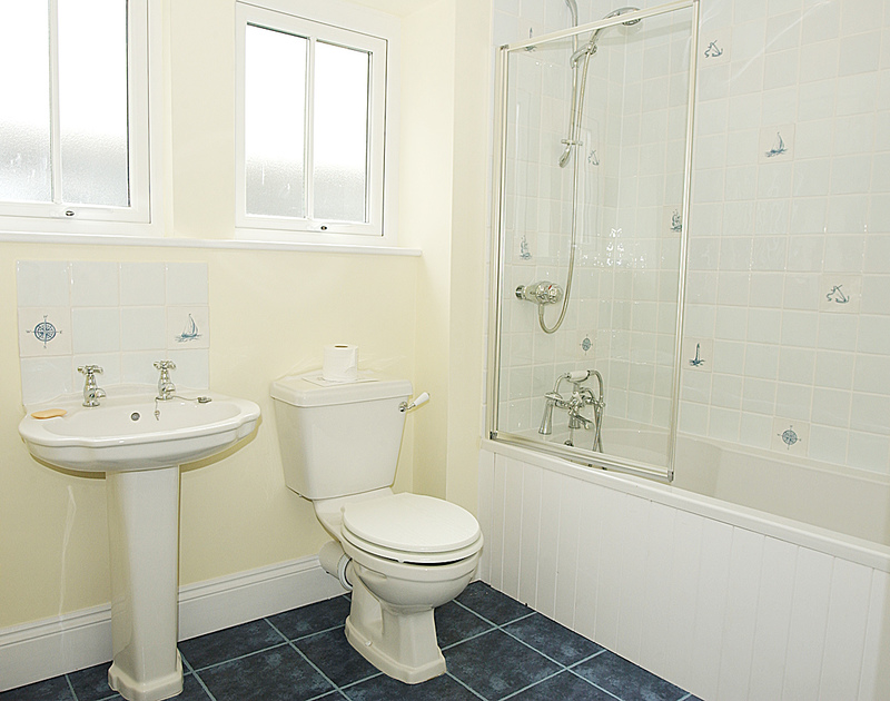 The modern bathroom in Bellevue, a self catering holiday house to rent in Port Isaac, Cornwall.
