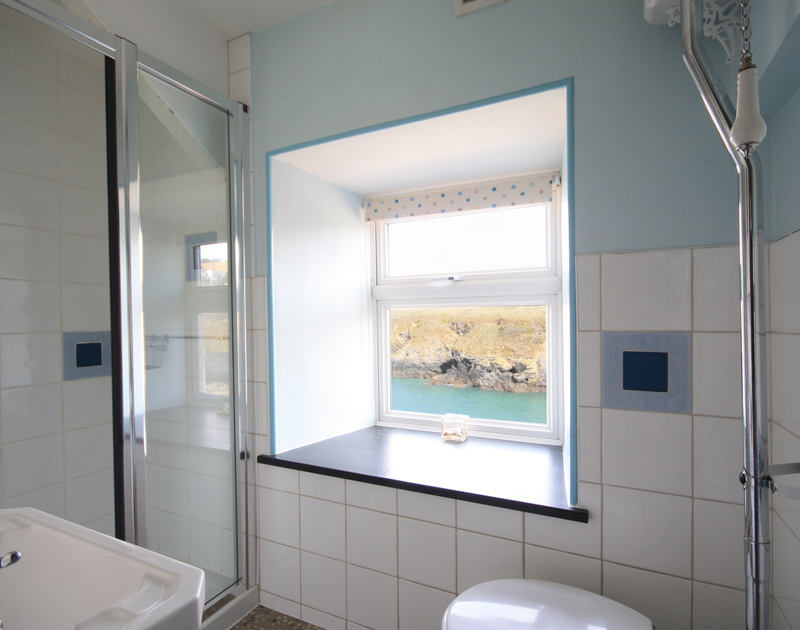 The shared shower room at Rockies, a delightful holiday house in Port Isaac, Cornwall, with sea view.